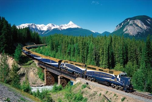 train touristique ouest canadien